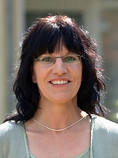 Petra-Heidi Bode ist zuständig für die freundliche Begrüßung an der Rezeption in unserem Altenheim in Osterode.
